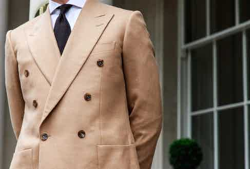 A spread collar allows the collar tips to sit elegantly under the jacket, as is the case here with this Chester Barrie ensemble.