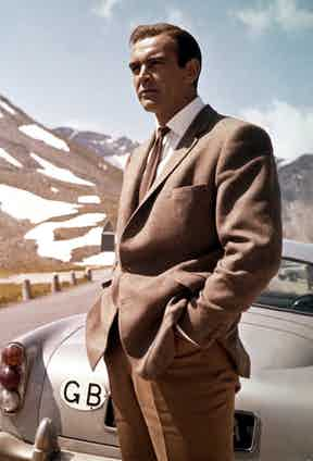 Connery wears a brown barleycorn tweed, two-button single-breasted hacking jacket.