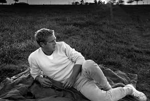 Whether it was casual or formal wares, McQueen did both with relative ease. Here, he sports a pair of sneakers with a light tonal ensemble.