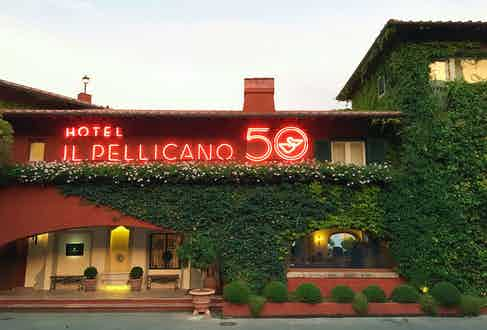 In 1965, an American socialite and British aviator fell in love at a small hideaway that would eventually become Il Pellicano