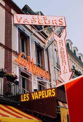 At Les Vapeurs of Trouville, it's all about the Moules à la crème Normande.
