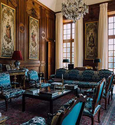 Tasteful opulence is to be found inside the Chateau de Villette, and in keeping with the style of the grandest French chateaux.