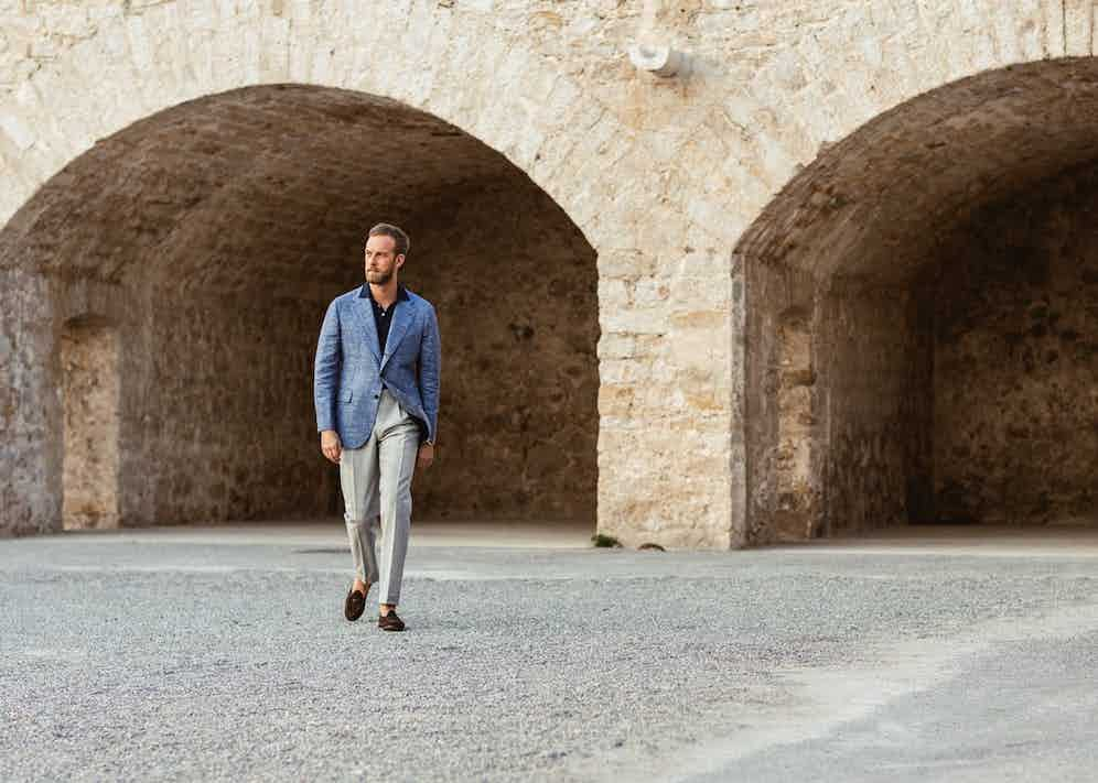 Andreas Weinas, in Orazio Luciano, opts for the pairing of blue and grey –a classic separates combination.