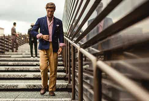 Suit separates present an opportunity to play with proportions, matching a tailored jacket with loose-fitting chinos for a striking silhouette.