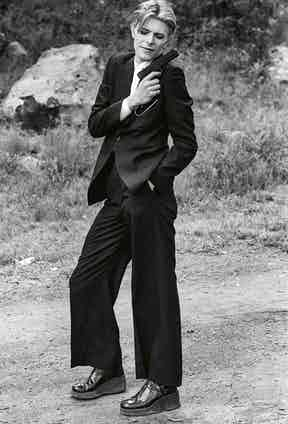 Bowie accessorises his oversized suiting with a gun for an accent of devil-may-care insouciance.