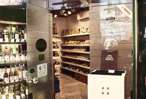Davidoff of London is, without doubt, the best cigar shop in London and in its cigar room there are roughly 30 of the world's finest makers available to purchase.