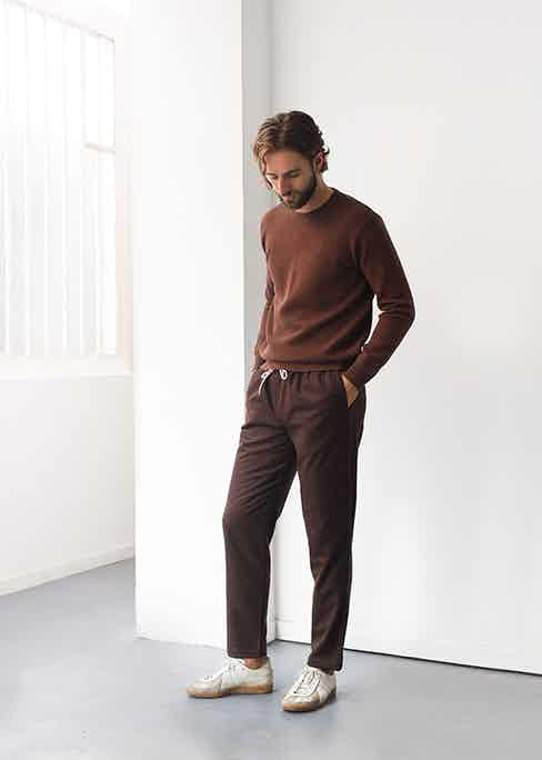 An elegant athletic style featuring two shades of chestnut.