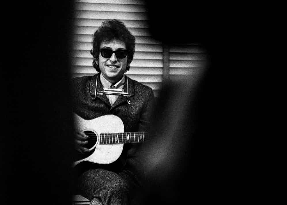 Dylan captured during a performance in 1965. © Jerry Schatzberg. Courtesy of ACC Art Books.