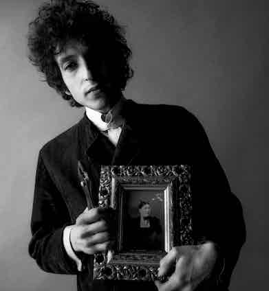 Holding a picture frame as a prop inside Schatzberg's photography studio in the mid-1960s. © Jerry Schatzberg. Courtesy of ACC Art Books.