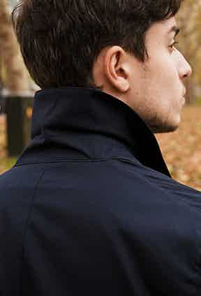 Collar details.