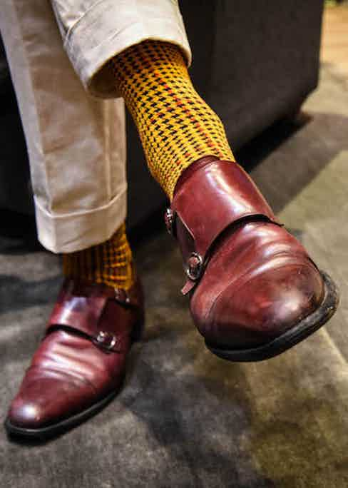 The result of a unique collaboration between luxury menswear stylist Joe Ottoway and the London Sock Company: a houndstooth pattern chosen for its British quality, and colours inspired by those of British military dress.