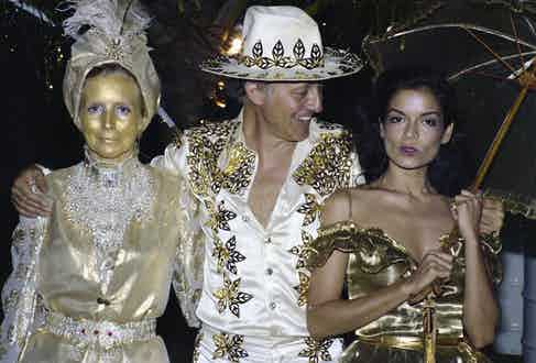 Colin Tennant and his wife Lady Anne (l) and Bianca Jagger, At gold themed 50th Birthday Party of Hon Colin Tennant on Mustique, West Indies, 22nd November 1976. (Photo by Lichfield/Getty Images)