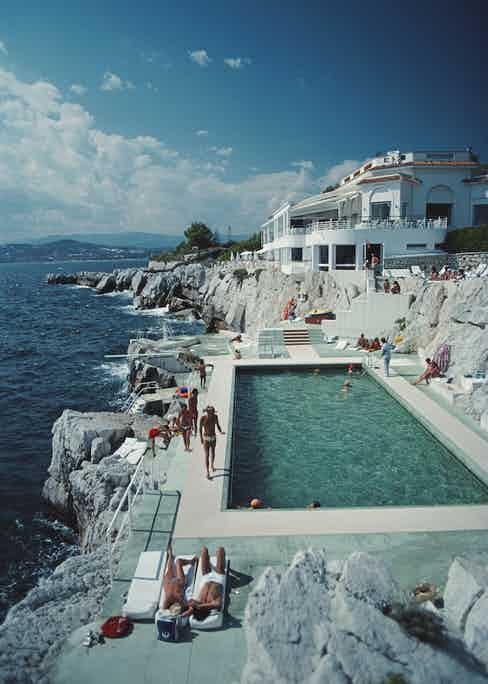 Guests by the pool at the Hotel du Cap Eden-Roc, Antibes, France, August 1976. (Photo by Slim Aarons/Hulton