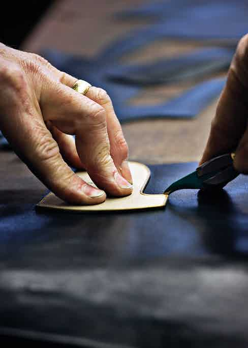 Hand clicking using an original cardboard pattern.