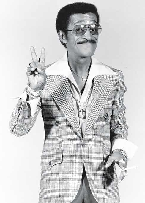 Davis Jr. sporting a wide seventies-style collar (Photo by Michael Ochs Archives/Getty Images)