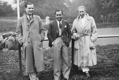 Dick Seaman, Prince Birabongse 'Bira' Bhanudej Bhanubandh of Siam and Count Carlo Felice Trossi, 1937. Photo by David Savill/Topical Press Agency/Getty Images.