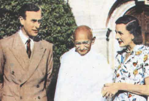 Mahatma Gandhi in conversation with Lord and Lady Mountbatten