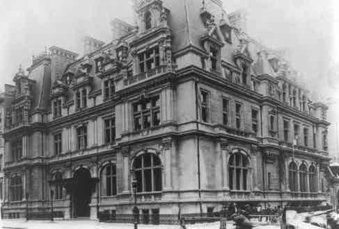 The New York City home of John Jacob Astor in 1912 (Photo by APIC/Getty Images)