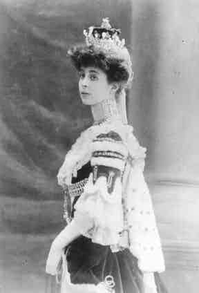 Consuelo Vanderbilt, Duchess of Marlborough, circa 1900 (Photo by APIC/Getty Images)