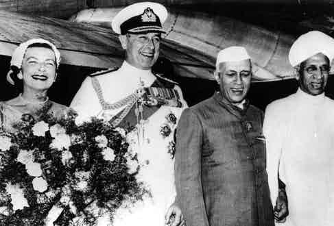 Jawaharlal Nehru welcomes Mountbatten and his wife to India, 1956 (Photo via Getty)