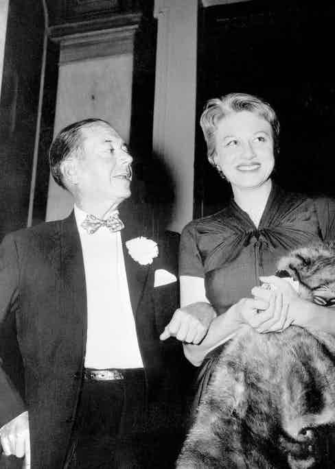 Porter with his wife, Linda, in the year she died, 1954 (Photo by © Bettmann/CORBIS)