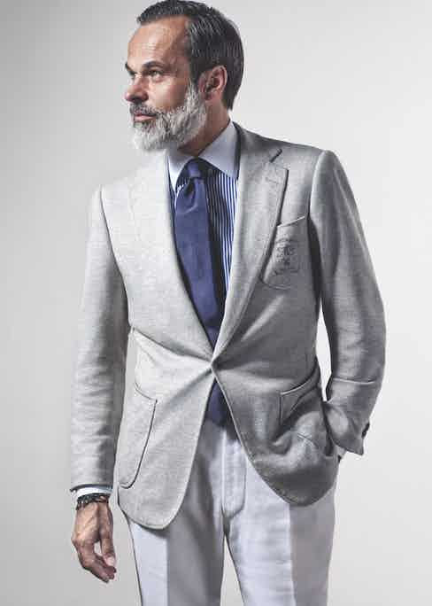 Light grey one-button jacket with three incurved patch pockets and embroidered monogram, 100% cotton (jersey). 300g