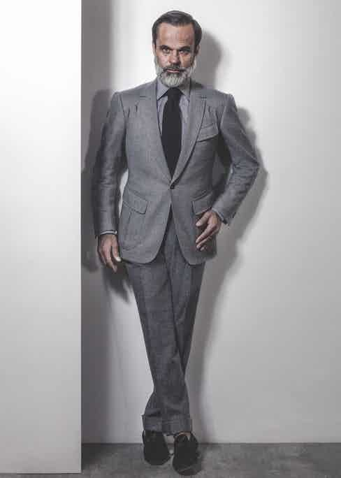 Grey one-button jacket with thin notch lapels and slanted patch pockets with flaps, 100% Merino wool by Holland & Sherry. Cape Horn collection. 340g