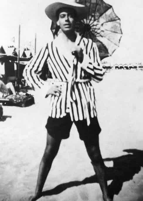 Porter wearing a striped bathing gown at a lido in the 1920s (Photo by CSU Archv/Everett/REX Shutterstock (415577ax)