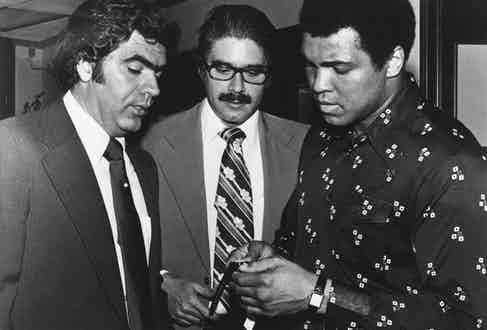 Ali buying his Cartier Tank in Puerto Rico, 14 February 1976 (Cartier Archives ©Cartier).