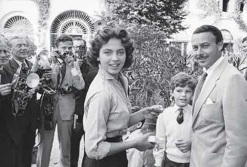 Ira with brother Egon and her then fiancé, Prince Alfonso von Hohenlohe-Langenburg, 1955 (Photo by Mondadori via Getty Images)