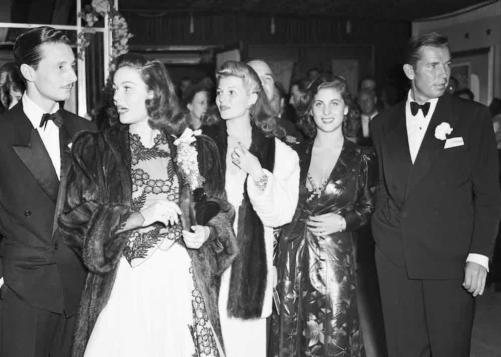 Oleg with Gene Tierney and Rita Hayworth in 1941 (Image by © Bettmann/CORBIS)