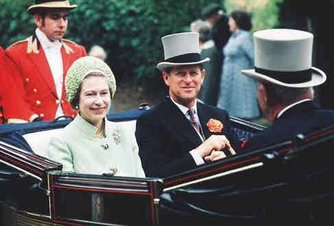 The Queen and the Duke of Edinburgh in a carriage procession, 1973 (Photo by Tim Graham/Getty Images)