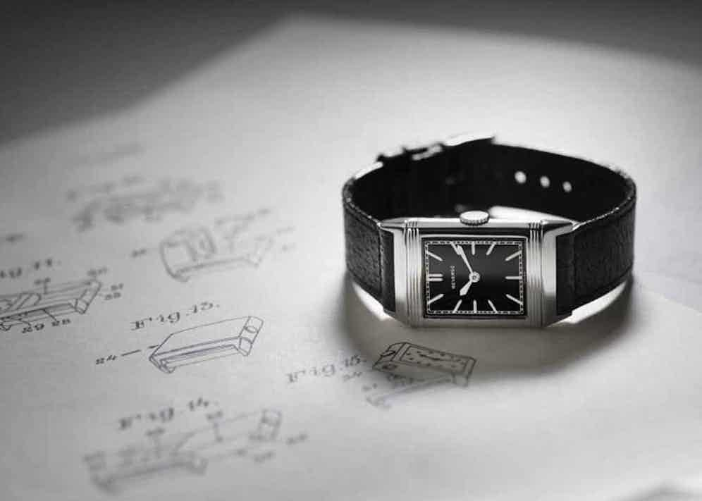 1931 Reverso in steel with black lacquered dial, silver-toned hour markers and white hands.