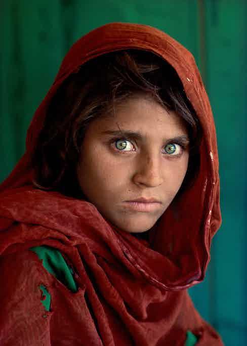 Steve McCurry: Sharbat Gula, Afghan Girl. Peshawar, Pakistan 1984 © Steve McCurry courtesy of the Ernst Leitz Museum, Wetzlar 2021