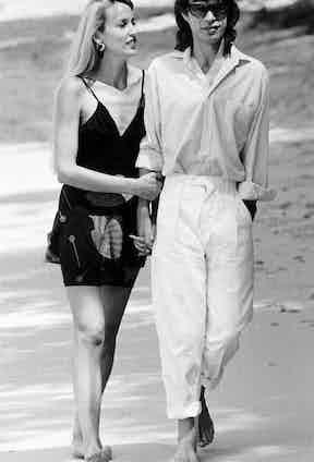 Jerry Hall and Mick Jagger, Barbados, 1981  (Photo via Alamy)