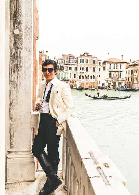 Wei enjoying the last sips from his glass out on the balcony of the Hemingway Suite at the Gritti Palace (©Revolution)