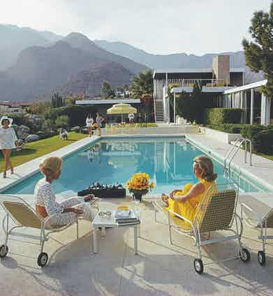 A perfect example of the 'conversation piece' that became Slim Aarons' signature — in this instance capturing Nelda Linsk and friends in Palm Springs (Photo by Slim Aarons/Getty Images)