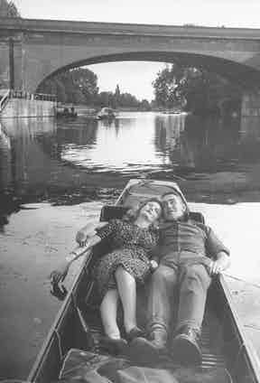 On a romantic punt in Britain (Photo by David E. Scherman/The LIFE Picture Collection via Getty Images)