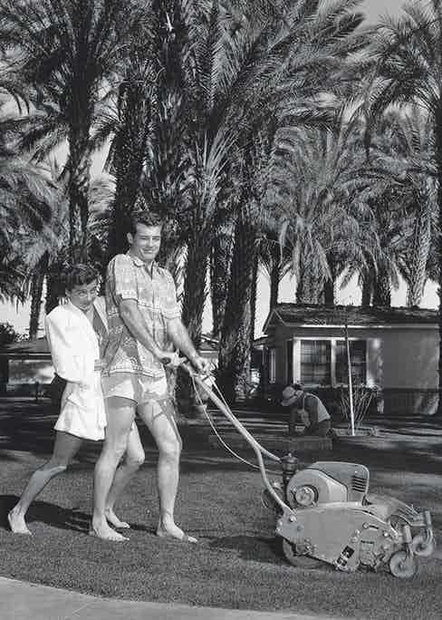 And doing the gardening with his wife Gail Russell (Photo by Archive Photos/Getty Images)