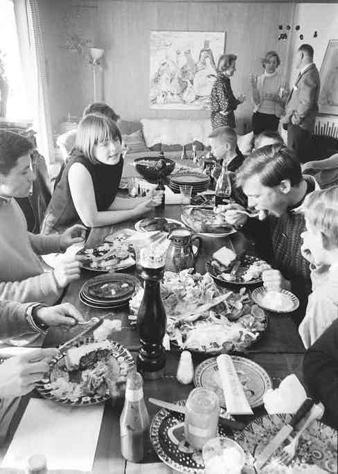 Students dine together in a ski chalet which forms part of the winter campus of the Institut Le Rosey, an international boarding school, Gstaad, Switzerland, 1965. (Photo by Carlo Bavagnoli/TimeLife Pictures/Getty Images)