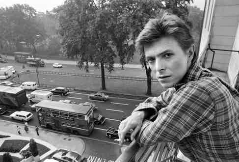 David Bowie pictured at the Dorchester Hotel, London, 1977 (Photo via Alamy)