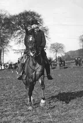 Rothschild hunting in 1911 (Photo by Hulton Archive/Getty Images)