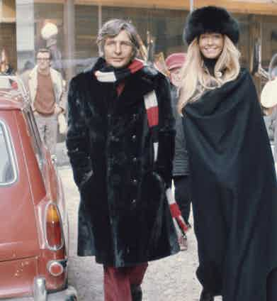 Gunter Sachs with his wife, Swedish model Mirja Larsson as they walk down a snow covered street in St Moritz, Switzerland 1971. (Photo by Rolls Press/Popperfoto via Getty Images/Getty Images)